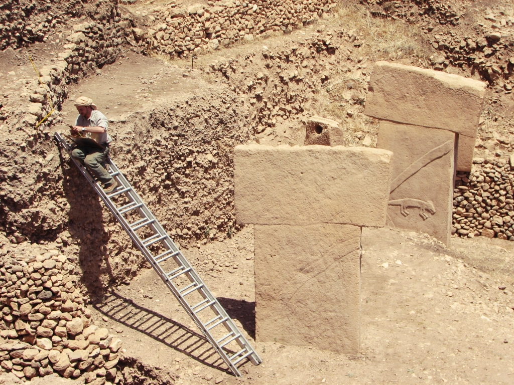 Archaeological documentation (here: at the Early Neolithic Sanctuary of Göbekli Tepe, Turkey 2007). (Photo: R.G.)